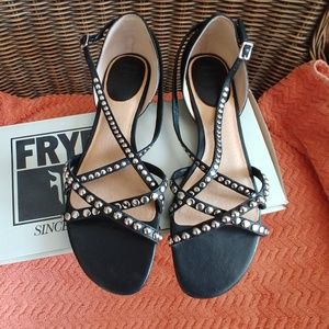 🌻FRYE Margot studded leather sandals size 9 🌻